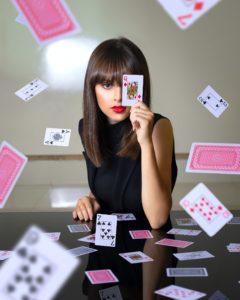 קוסמות משחקי קלפים